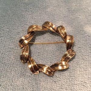 Vintage Danecraft 12kt gold-filled leaves brooch